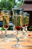 Ποτήρια των κοκτέιλ με τα κεράσια Στοκ φωτογραφίες με δικαίωμα ελεύθερης χρήσης