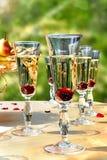 Ποτήρια των κοκτέιλ με τα κεράσια Στοκ εικόνα με δικαίωμα ελεύθερης χρήσης