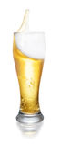 Ποτήρι της μπύρας με τον παφλασμό Στοκ Εικόνες