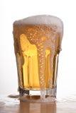Ποτήρι της μπύρας στον πίνακα Στοκ εικόνα με δικαίωμα ελεύθερης χρήσης
