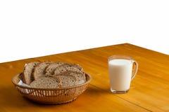 Ποτήρι του γάλακτος και του ψωμιού Στοκ φωτογραφία με δικαίωμα ελεύθερης χρήσης