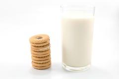 Ποτήρι του γάλακτος και των μπισκότων Στοκ Φωτογραφίες