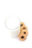 Ποτήρι του γάλακτος και των μπισκότων Στοκ Εικόνα