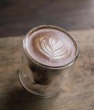 Ποτήρι του καφέ τέχνης latte στοκ φωτογραφία με δικαίωμα ελεύθερης χρήσης