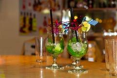 Ποτήρι του κοκτέιλ Mojito με τον πάγο, τη μέντα και tubule Στοκ εικόνα με δικαίωμα ελεύθερης χρήσης