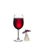 Ποτήρι του κρασιού με το τυρί που απομονώνεται σε ένα άσπρο υπόβαθρο στοκ εικόνες