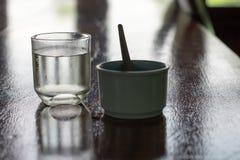Ποτήρι του νερού και του καφέ στοκ εικόνα