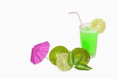 Ποτήρι του χυμού και των φρούτων ασβέστη Στοκ Φωτογραφία