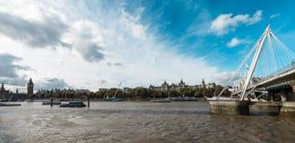 Ποταμός ή ο ποταμός Τάμεσης του Λονδίνου στο Λονδίνο Στοκ Εικόνα