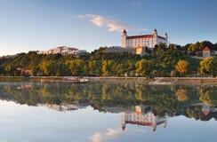 ποταμός αντανάκλασης Δούναβη κάστρων της Βρατισλάβα Στοκ φωτογραφίες με δικαίωμα ελεύθερης χρήσης