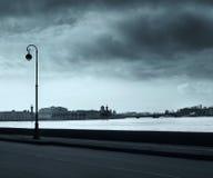 ποταμός αποβαθρών neva Στοκ Εικόνες