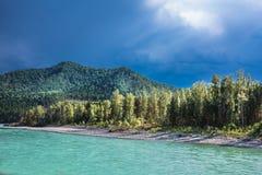 ποταμός Αυγούστου altai του 2006 katun Τοπίο ποταμών του Altai στοκ φωτογραφίες