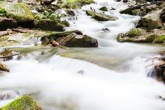 ποταμός βουνών μικρός Στοκ εικόνες με δικαίωμα ελεύθερης χρήσης