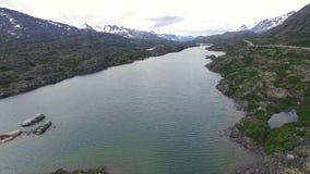 Ποταμός βουνών στην Αλάσκα φιλμ μικρού μήκους