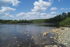 Ποταμός βουνών στο Γιακουτία Στοκ φωτογραφία με δικαίωμα ελεύθερης χρήσης