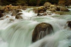 Ποταμός βουνών στο εθνικό πάρκο Pirin, Bansco, Βουλγαρία στοκ φωτογραφία