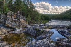 Ποταμός βουνών στο θερινό ταξίδι της Νορβηγίας Στοκ Εικόνες