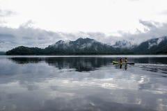 Ποταμός βουνών, υδρονέφωση πρωινού στοκ φωτογραφίες με δικαίωμα ελεύθερης χρήσης