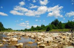 ποταμός βουνών Στοκ εικόνες με δικαίωμα ελεύθερης χρήσης