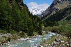 ποταμός βουνών Στοκ εικόνα με δικαίωμα ελεύθερης χρήσης