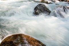 Ποταμός βουνών, Dombay στοκ φωτογραφίες