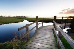 ποταμός γεφυρών ξύλινος Στοκ εικόνα με δικαίωμα ελεύθερης χρήσης