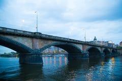 Ποταμός γεφυρών της Πράγας Στοκ φωτογραφίες με δικαίωμα ελεύθερης χρήσης
