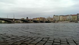 Ποταμός γεφυρών της Πράγας Στοκ φωτογραφία με δικαίωμα ελεύθερης χρήσης