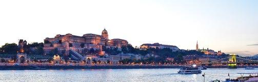 Ποταμός Δούναβη άποψης λυκόφατος στη Βουδαπέστη στοκ φωτογραφίες με δικαίωμα ελεύθερης χρήσης