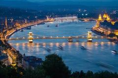 Ποταμός Δούναβη στη Βουδαπέστη στο λυκόφως Στοκ Φωτογραφία