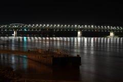 Ποταμός Δούναβη στη Μπρατισλάβα κατά τη διάρκεια της νύχτας στοκ φωτογραφία με δικαίωμα ελεύθερης χρήσης