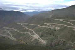 ποταμός εβδομήντα sichuan Θιβέτ NU εθνικών οδών σε δύο στοκ φωτογραφίες