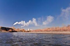 ποταμός εργοστασίων Στοκ εικόνες με δικαίωμα ελεύθερης χρήσης