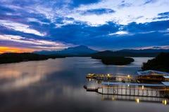 Ποταμός και ΑΜ Kinabalu Mengkabong Στοκ Εικόνες