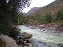 Ποταμός και βουνά στη Χιλή Στοκ Εικόνα