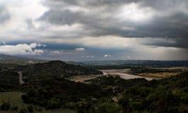 Ποταμός και βουνά Στοκ εικόνα με δικαίωμα ελεύθερης χρήσης
