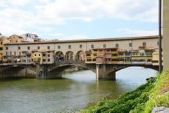 Ποταμός και γέφυρα Arno στη Φλωρεντία, Ιταλία Στοκ Φωτογραφίες