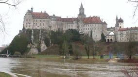 Ποταμός και κάστρο Δούναβη στο βράχο Sigmaringen, baden-Wurttemberg, Γερμανία φιλμ μικρού μήκους