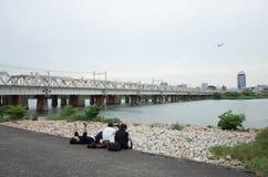 Ποταμός και παιδιά Στοκ φωτογραφία με δικαίωμα ελεύθερης χρήσης