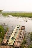 Ποταμός και παλαιά αλιευτικά σκάφη κωπηλασίας Στοκ εικόνες με δικαίωμα ελεύθερης χρήσης