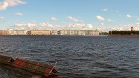 Ποταμός και πόλη Neva Πετρούπολη Ρωσία ST απόθεμα βίντεο