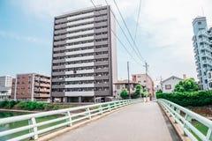 Ποταμός και σύγχρονα κτήρια στο Φουκουόκα, Ιαπωνία στοκ εικόνα