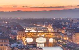 Ποταμός και Ponte Vecchio στο ηλιοβασίλεμα, Φλωρεντία Arno Στοκ Φωτογραφία