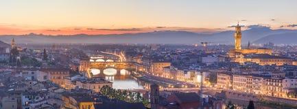 Ποταμός και Ponte Vecchio στο ηλιοβασίλεμα, Φλωρεντία Arno Στοκ φωτογραφία με δικαίωμα ελεύθερης χρήσης