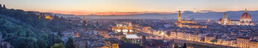 Ποταμός και Ponte Vecchio στο ηλιοβασίλεμα, Φλωρεντία Arno Στοκ Εικόνες