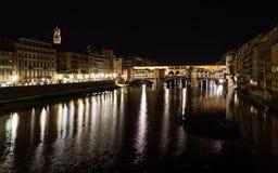 Ποταμός και Ponte Vecchio Arno στη Φλωρεντία τη νύχτα Στοκ φωτογραφίες με δικαίωμα ελεύθερης χρήσης