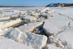 Ποταμός καταστροφών την άνοιξη Στοκ φωτογραφία με δικαίωμα ελεύθερης χρήσης