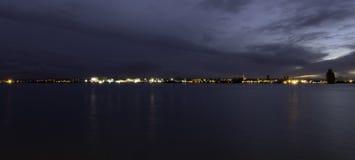 Ποταμός Μέρσεϋ και Μπίρκενχεντ τή νύχτα στοκ φωτογραφία