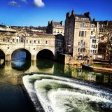 Ποταμός μέσω του λουτρού Αγγλία στοκ εικόνες