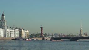 Ποταμός μεγάλο Neva, γέφυρα παλατιών απόθεμα βίντεο